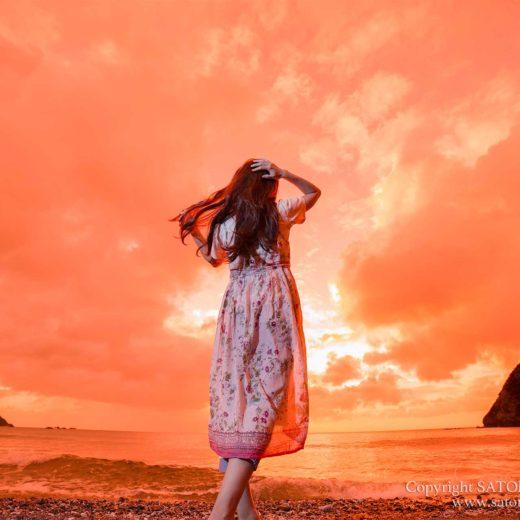 奄美市の海岸で夕日ポートレート