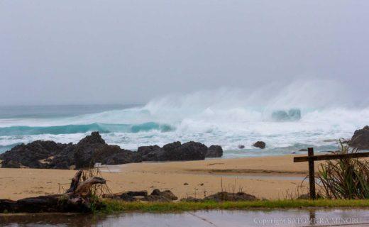 台風で荒れた手広海岸