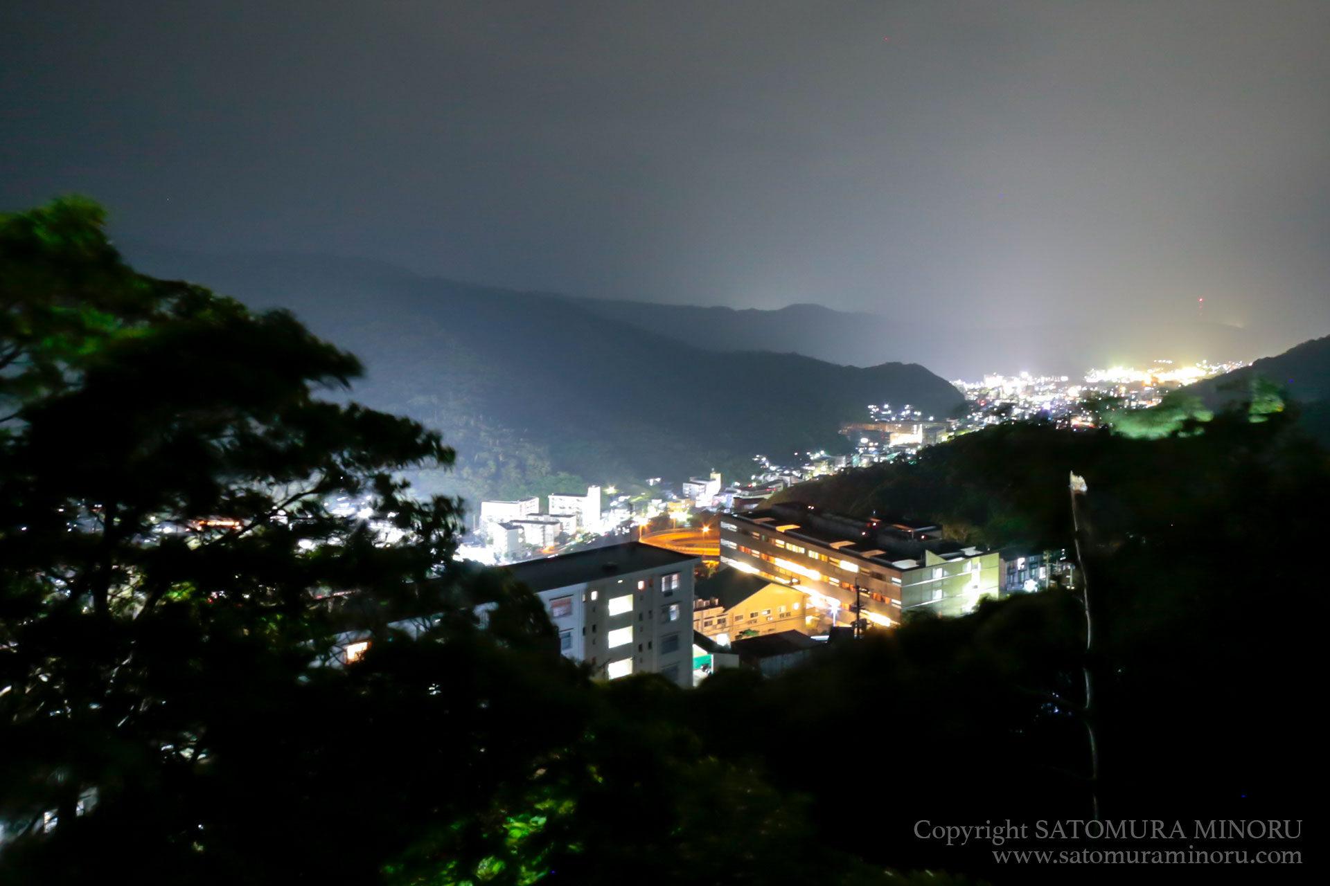 奄美の雨空